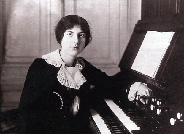 Lili Boulanger an der Orgel